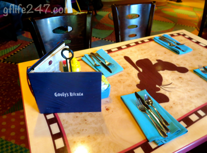 A Celiac Review of Goofy's Kitchen in the Disneyland Hotel!